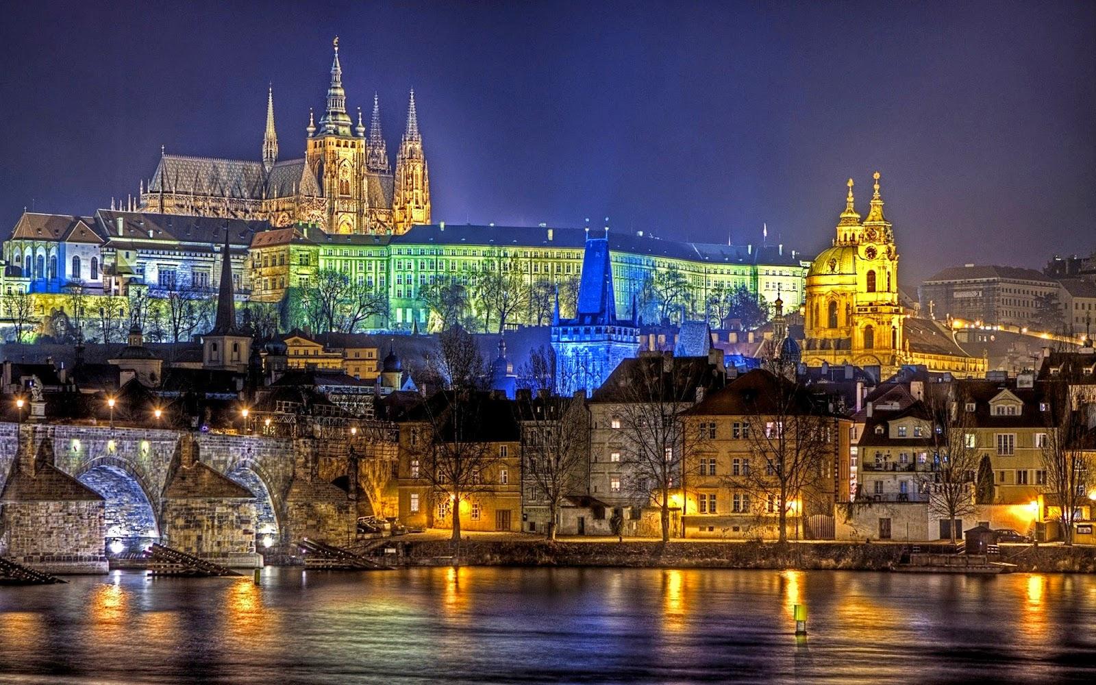 San Valentino al Castello di Praga dalla prospettiva del fiume Moldava