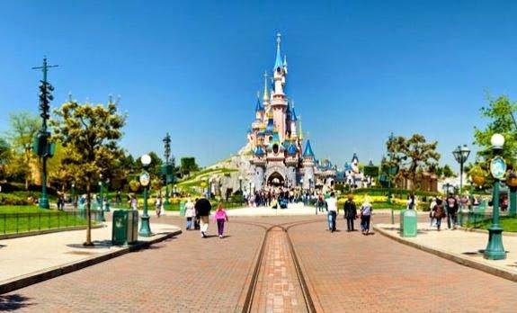 Durante le feste di Natale 2014, molte famiglie sono andate a Disneyland Parigi, prenotando un hotel nella zona