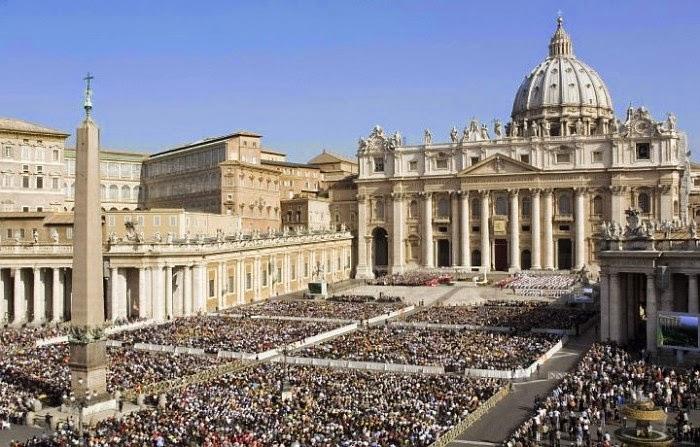 La Santa Messa in Piazza San Pietro il giorno di Pasqua