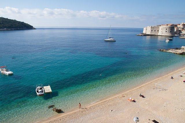 La spiaggia di banje a Dubrovnik
