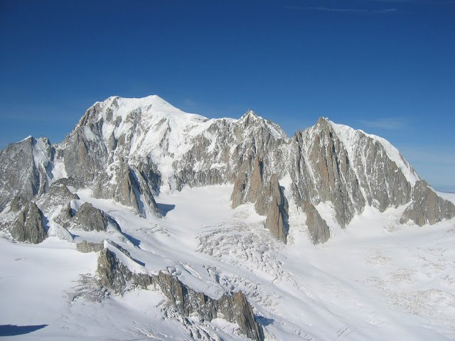 Il monte bianco innevato, valle d'aosta