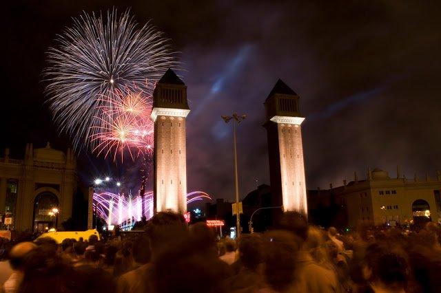 i bellissimi fuochi d'artificio in Plaça Espanya per capodanno