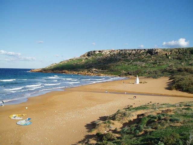 vista della Ramla bay, famosa spiaggia di gozo, malta