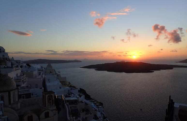 Tramonto all'isola greca di Santorini