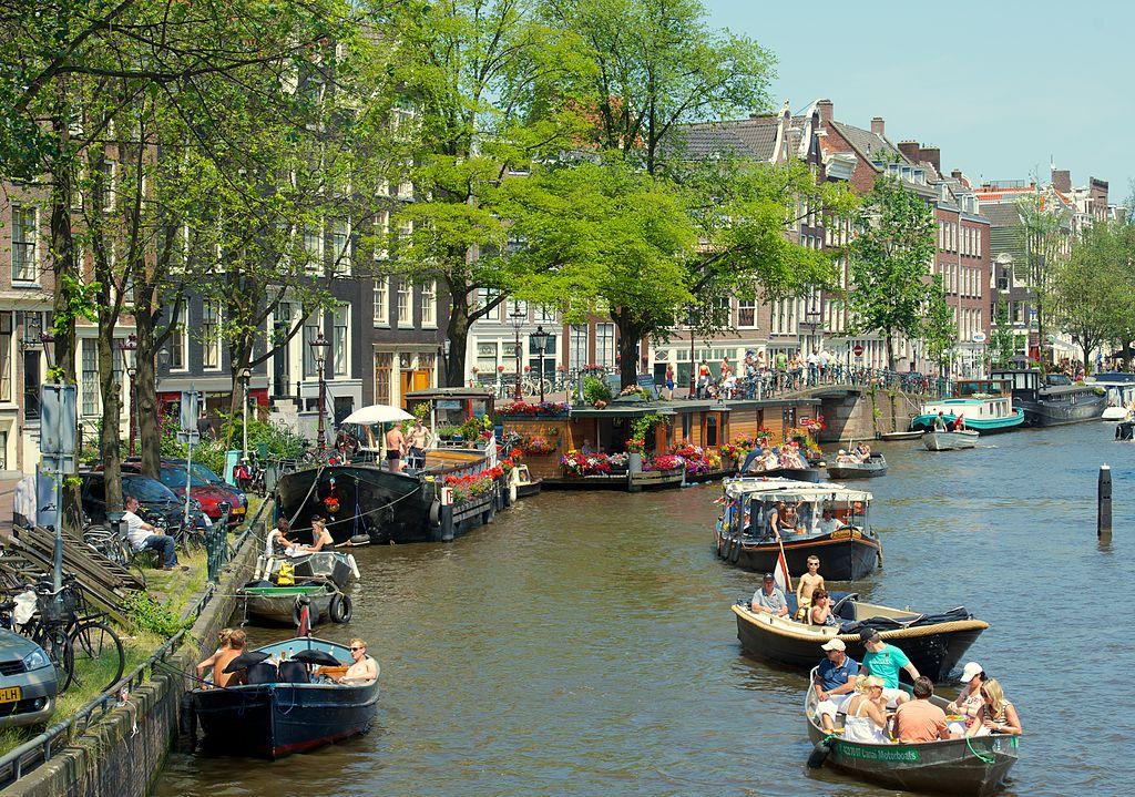 Tipico canale di Amsterdam nel quartiere Joordan.