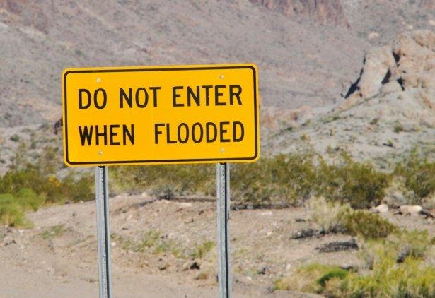 Strano segnale quello che avvisa di non avvicinarsi quando c'è un alluvione