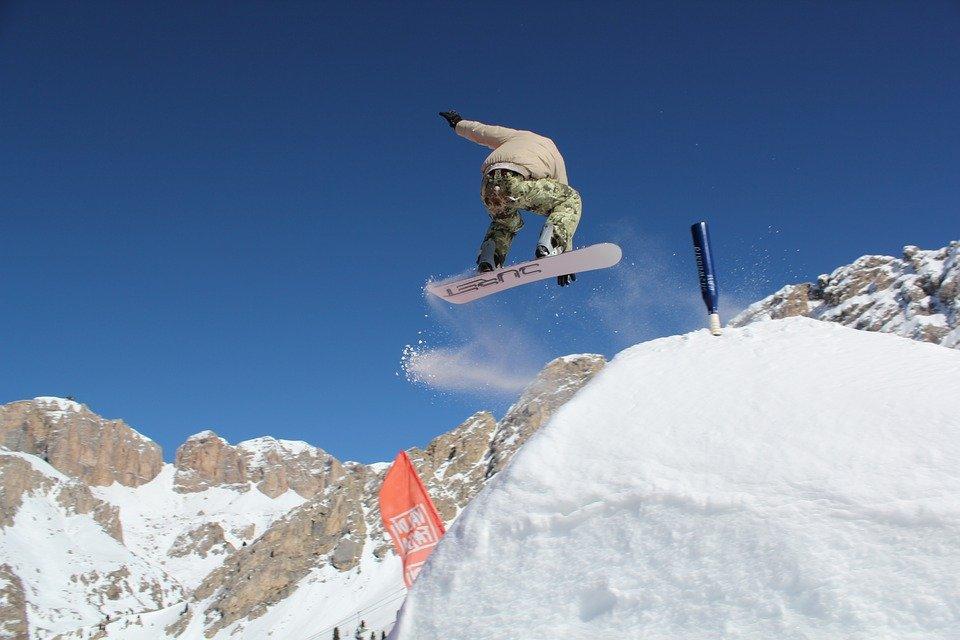 Snowboarding a Canazei