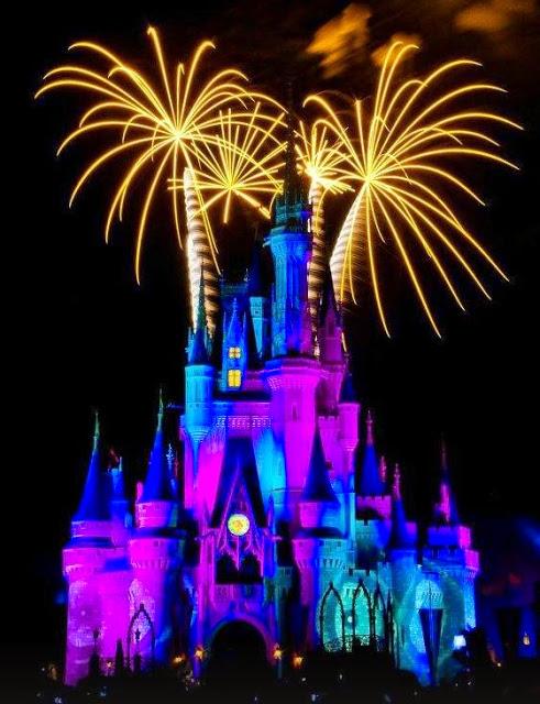 Spettacolo di fuochi d'artificio al Castello di Cenerentola in Florida