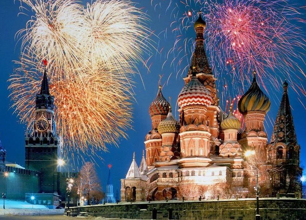I fuochi d'artificio in Piazza Rossa a Mosca