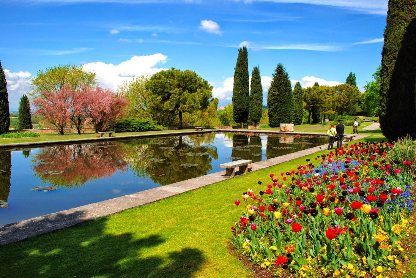 Fioritura dei tulipani nel Parco Giardino Sigurtà di Valeggio sul Mincio
