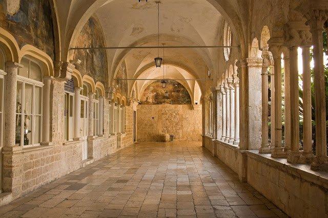 Un corridoio del Monastero Francescano di Bracea Dubrovnik