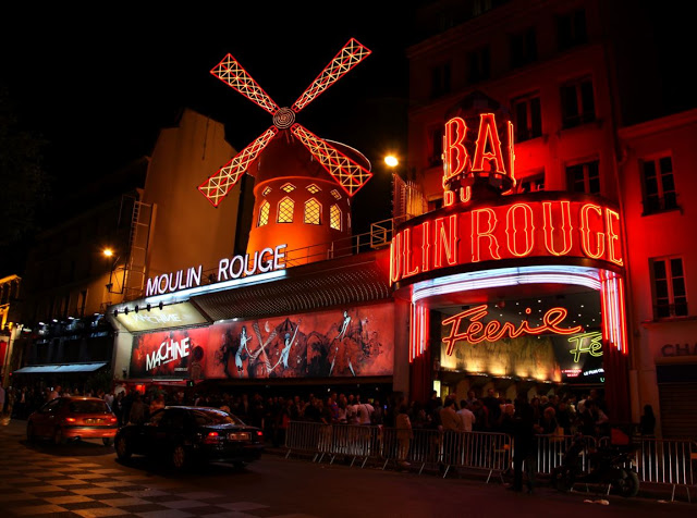 il famoso moulin rouge di parigi