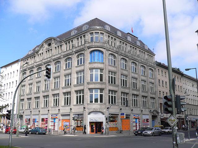 Oranienplatz nel quartiere di Kreuzberg, berlino
