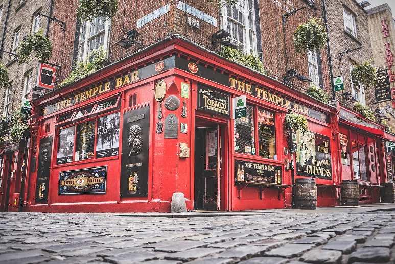 Il famosissimo Temple Bar di Dublino.