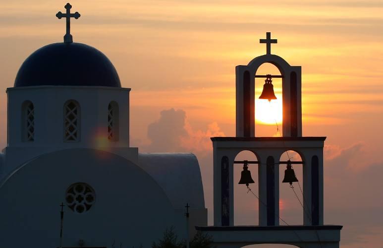 Il sole che tramonta a Santorini