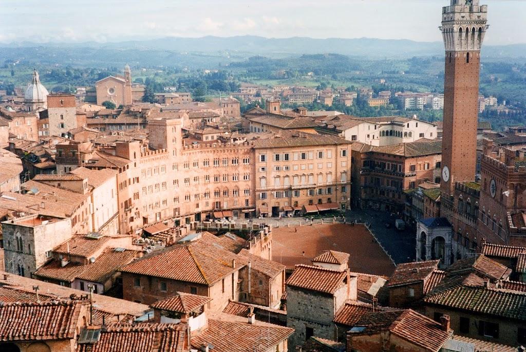 Vista di Siena e della sua piazza del Campo