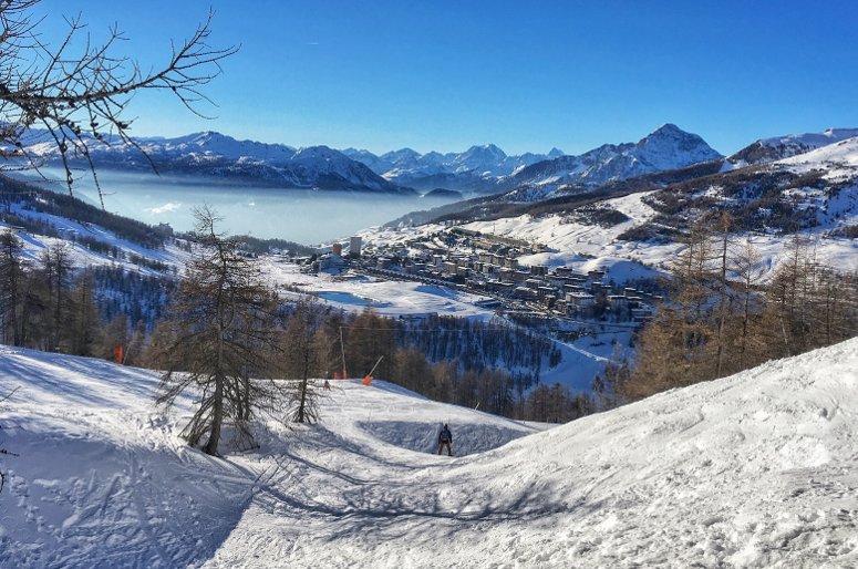 panorama di Sestriere visto dalle piste da sci
