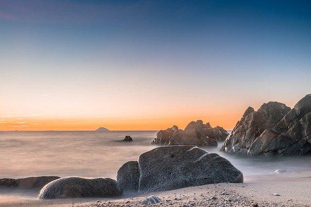 Lo splendido scenario dell'isola di Stromboli, nelle Eolie.