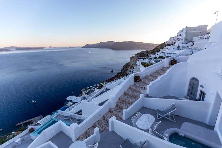 La struttura a terrazza del Filotera Suites a Oia, Santorini