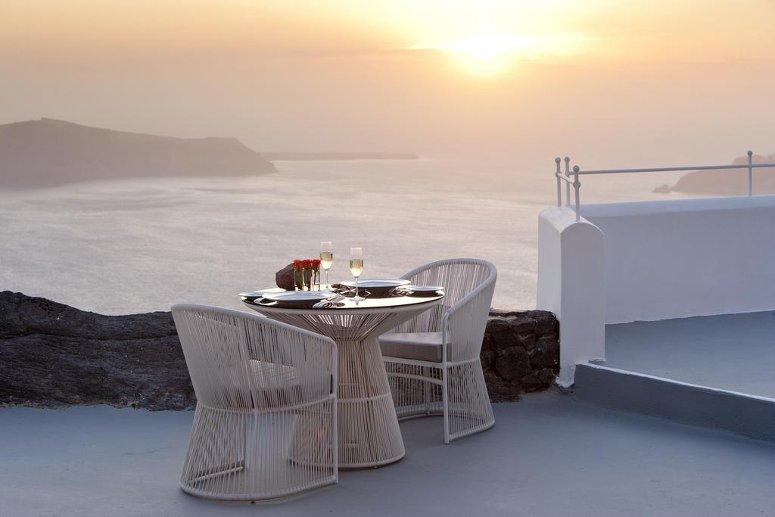 Una romantica cena sulla terrazza del Grace a Santorini