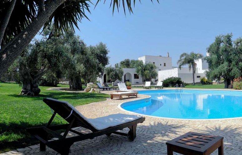 La piscina alla Masseria Tutosa