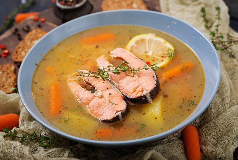 La zuppa di salmone è un piatto tipico della cucina finlandese.