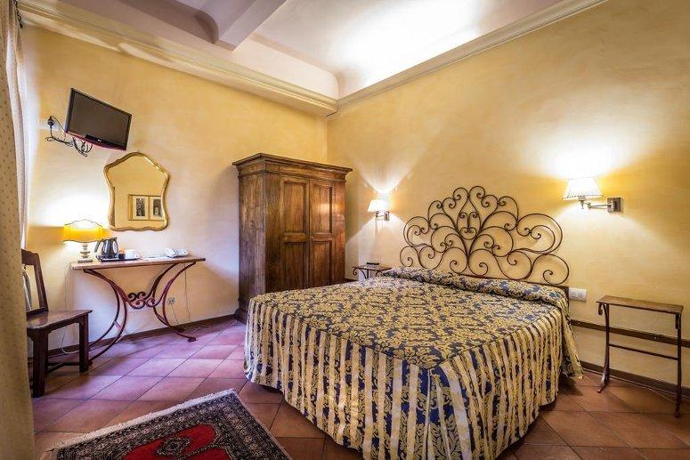 Una camera dell'Hotel Mario's di Firenze.