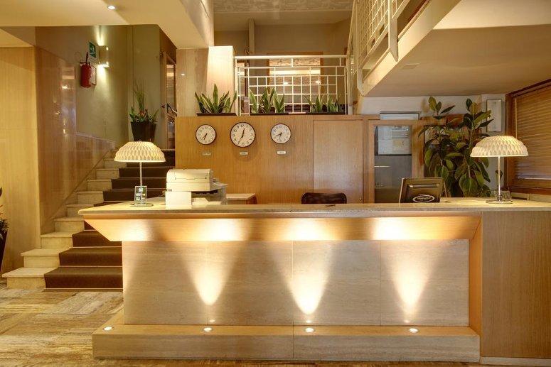 La reception dell'Hotel delle Nazioni di Firenze, uno dei più apprezzati alberghi 3 stelle della città.