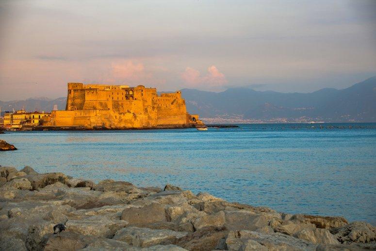Vista su Castel dell'Ovo, Napoli.