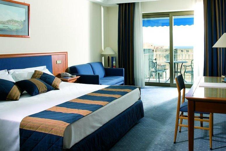 Napoli offre un'ampia scelta di hotel e appartamenti in cui alloggiare.