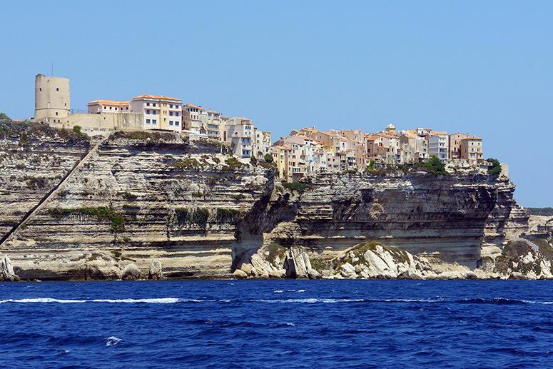 Vacanze in Corsica: la cittadella fortificata di Bonifacio.
